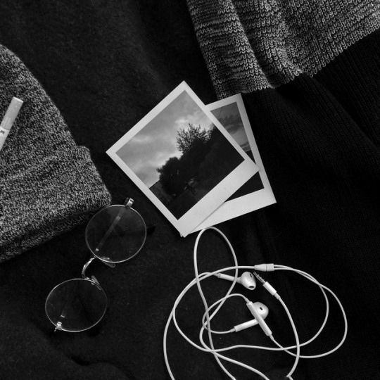 Pinterest Holly Toop Black And White Picture Wall Black And White Photo Wall Black And White Aesthetic