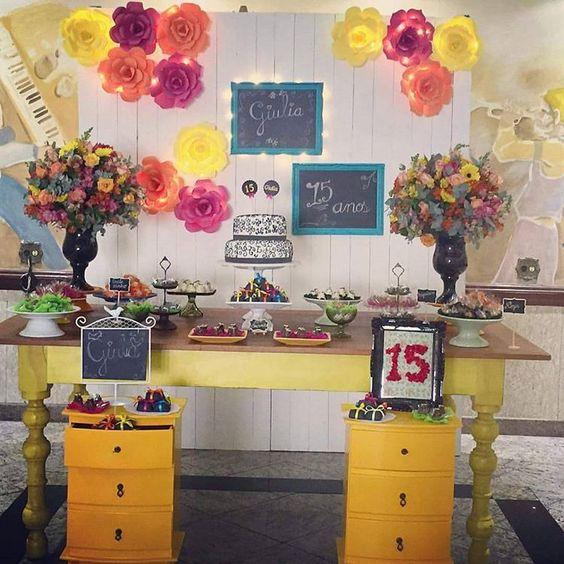 Decoração Incrível da @roberta_ozorio  com nossas flores de papel!! Ficou linda, né??? #flordepapel #florgigante #bigflower #jardim #flores #flowers #handmade #diy #artesanato #garden #flowerparty #festainfantil #decoracao #paperflowerbackdrop #paineldeflores #miniwedding #babyshower #chadebebe #talnts #colors #colorful #colorido #party #partydecor #colorflower #lovecolors #decorations #decoracao #15anos
