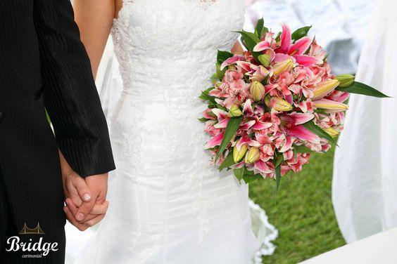 Buquê em tons de rosa! Este foi o da Ana Paula Leal, assessora de eventos da Bridge Cerimonial (Foto: Alexandre Bertão)