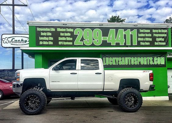 2015 Chevy 2500HD Z71 @cognitomotorsports 12 Cognito Suspension Lift with 2014 Fuel Mavericks and 4015.5020 Toyo Open Country M/T #teamlas #cognitosuspensionlifts #toyotires #fueloffroad #Luckysoffroad