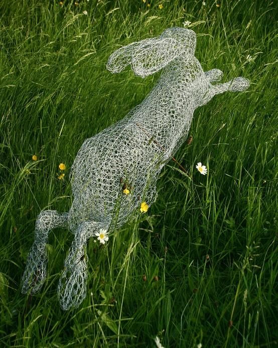 Chicken wire garden art how would a person form this for Chicken wire art