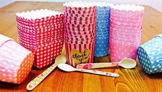 Foto de nuestras cápsulas y cucharitas de madera decoradas en Susy Cupcakes&Muffins