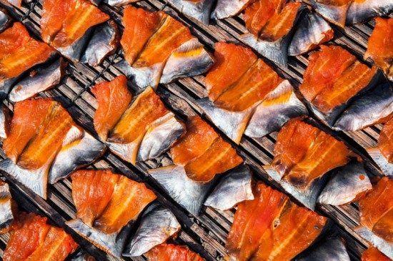 Những miếng cá được phơi khô trước khi mang đi làm mắm bò hóc