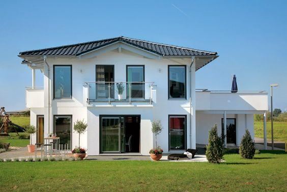 Moderne Formensprache und maximaler Wohnkomfort bestechen bei diesem wohlproportionierten zweigeschossigen Landhaus.