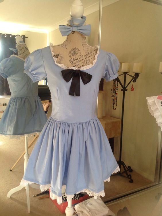 Alice in Wonderland Cosplay The first dress I made!