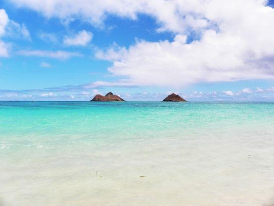 ハワイのエメラルドグリーンの海と島