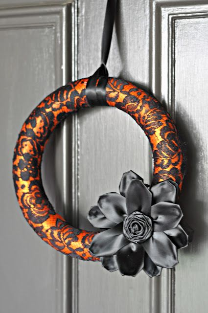 DIY~ Lace Halloween Wreath- Use this concept to make any holiday wreath and just change up the colors.
