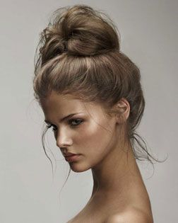 This bun is so messy and simple but has so much class.