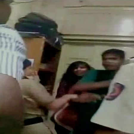 Video Of Mumbai Police Beating Couple Goes Viral - 24 India News