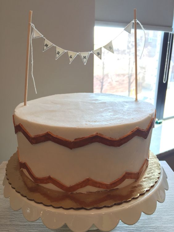White with Gold Accent and Fudge Filling