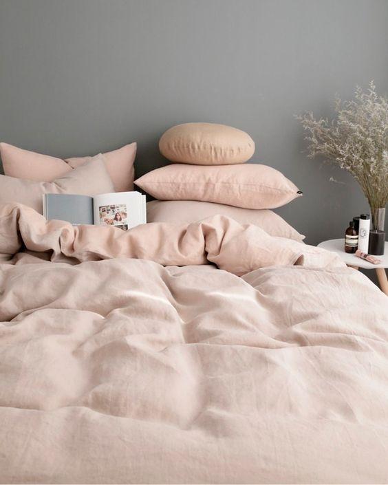 // these colours........Poederig linnen: van de keuken tot in bed | ELLE Decoration NL