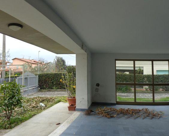 Affitto villa duplex con giardino e garage a San Giuliano Terme. Per info e appuntamenti Diego 050/771080 - 348/3259137