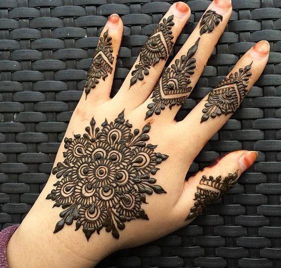 Henna art: love the statement Bold motif!    weddingz.in   India's Largest Wedding Company   Indian Mehendi art ideas   Inspirational Mehendi  