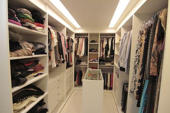 Closet completamente adaptado para o cliente