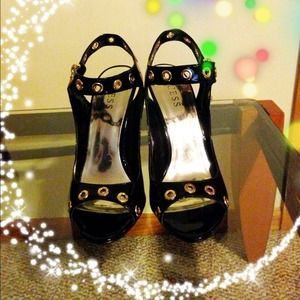 I just added this to my closet on Poshmark: Gently used sling back open toe shoes from GUESS. Price: $34 Size: 8.5