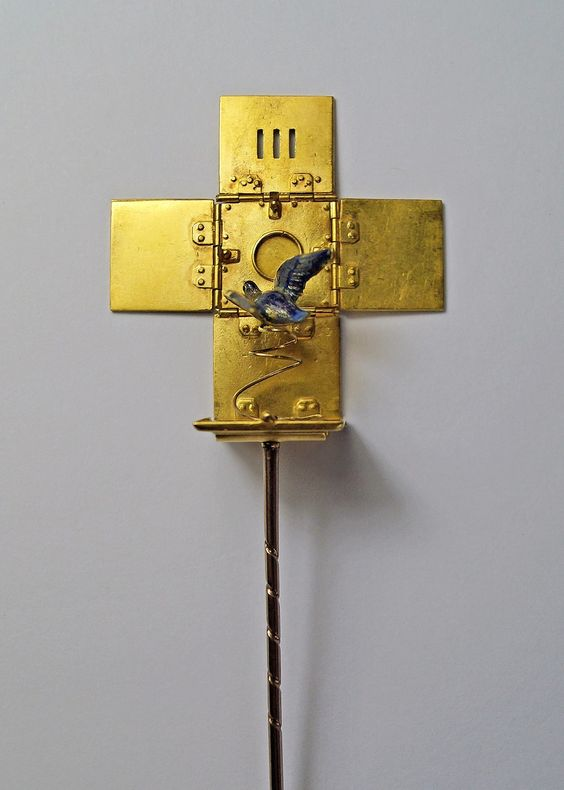 A novelty cravat pin, mid 19th century, in the form of a bird cage, the yellow metal box with small hinged lid to top cover, applied lettering RUE to front, the E enamelled, the whole with sprung hinges opening to reveal an enamel bird on spring, the interior with kite registration mark, approx 1.5cm square, in fitted case, approx 8.4g.  Offered for sale by Roseberys Auctioneers London. www.roseberys.co.uk #tiepin #mensaccessories