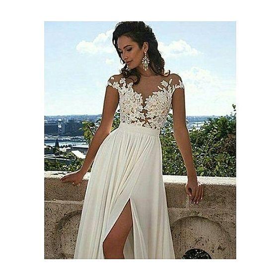 Simplicidade que encanta!  #toinspire #vestido #weddingdress #vestidodenoiva #casamento #carros #alugueldecarros #carrosdeluxo #carroparanoiva #wedding by coachpriscilaalves