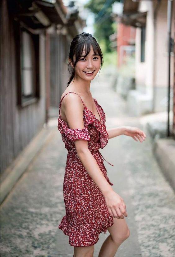 【画像90枚】鈴木友菜のセクシー水着・グラビア・お洒落な私服の高画質な画像まとめ!