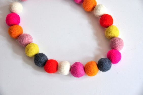 Aesthetic Nest: Craft: Wool Bead Jewelry (Tutorial)