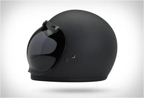 O Capacete Biltwell Gringo combina a tendência clássica dos anos 70 com a tecnologia de segurança atual. O Capacete Biltwell Gringo é um capacete estilo retrô para motoqueiros e é mais do que apenas estilo, ele apresenta um revestim