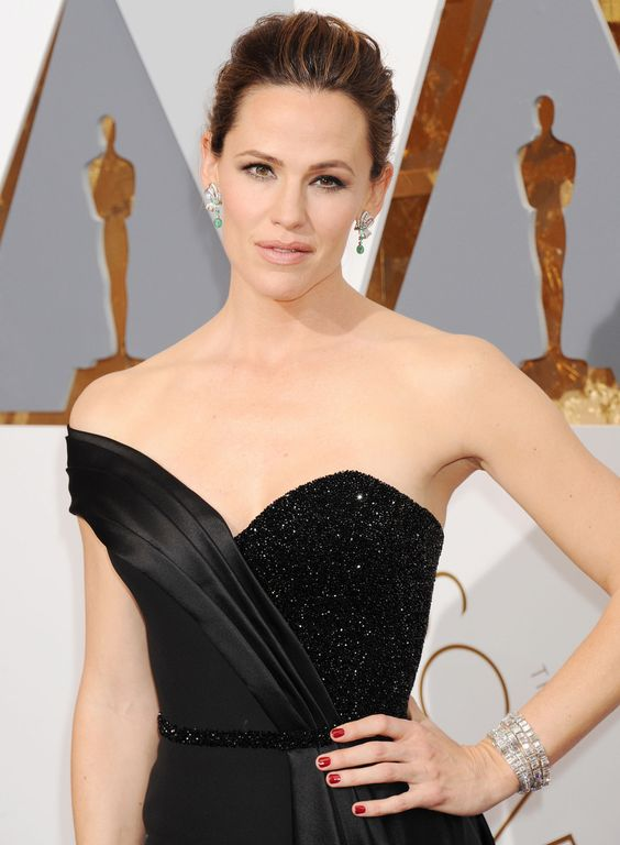 2016 Oscars #RedCarpet Accessories | Jennifer Garner in Neil Lane earrings and bracelet [Photo: Broadimage/REX/Shutterstock]