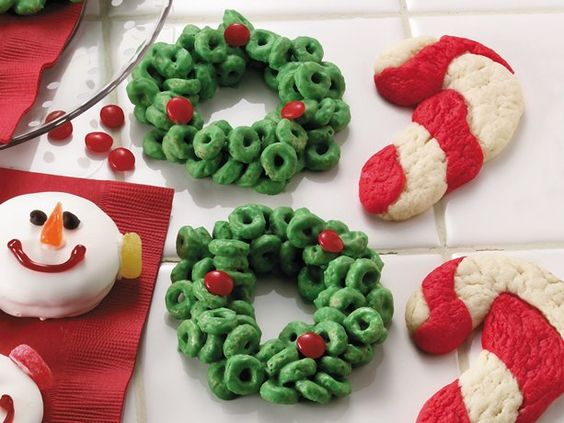 Cereal wreaths// use Rice Krispies: Christmas Food, Christmas Cookie, Holly Wreath, Holiday Food, Cheerio Wreath, Cheerios Wreath