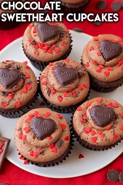 25+ Romantic Valentines Day Cupcakes - Valentines Day Desserts