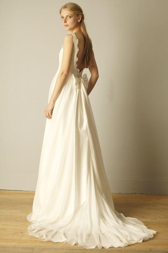Robe de mariée David Purves, dos nue, en dentelle de Calais et joli nœud fait-main en mousseline de soie