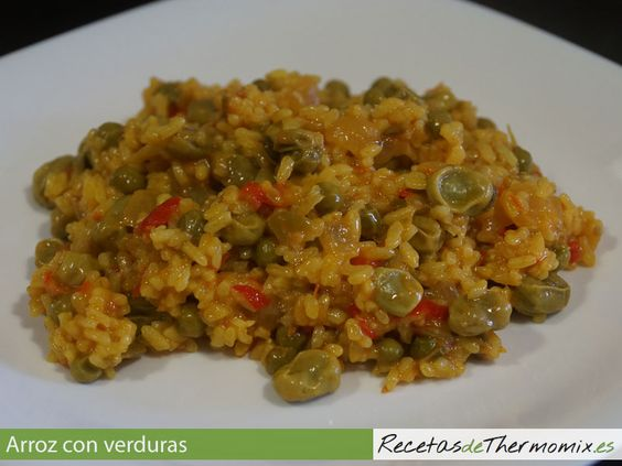 Receta de arroz con verduras preparada con la Thermomix ideal para usar los resto de verduras que tengamos en la despensa o incluso una menestra de verduras congeladas.