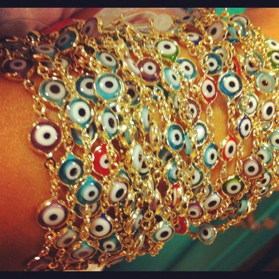Na Senhorita... Pulseira folheada de olho grego. 3 versões: ouro palha, ouro rose e prata.