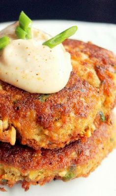 Creole Salmon Cakes...with hot mayo.
