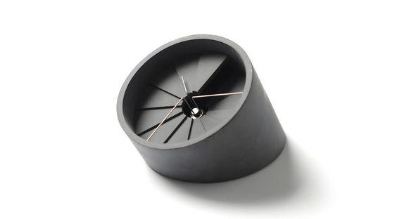 Orologio da tavolo in cemento e acciaio inox http://www.differentdesign.it/orologio-da-tavolo-in-cemento-e-acciaio-inox/ Un #orologio da tavolo pensato per conciliare le esigenze funzionali con quelle estetiche...