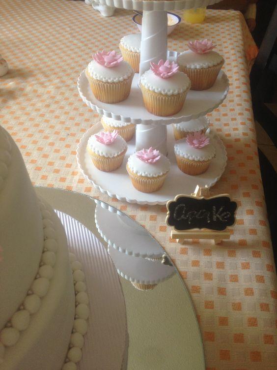Cupcake Bautizo en blanco y rosa gerberas | Postrería