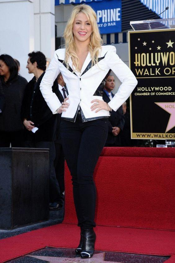 Kathy Kopp fala do visual de Shakira para a Cúpula das Américas