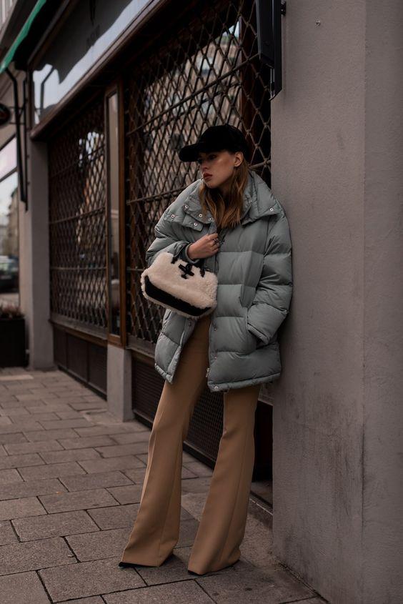 """Der Style hier ist sehr rough, cool und on point, genauso wie mein heutiges Outfit. Gerade durch meine neue """"Puff Jacket"""" in Mint, wird der eigentlich..."""