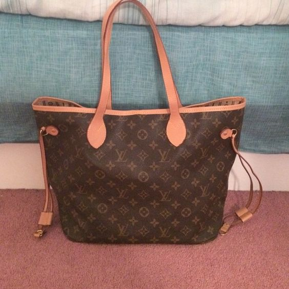 Louis Vuitton neverfull bag. LV neverfull bag. Used a few times & in great condition!!! Louis Vuitton Bags Totes