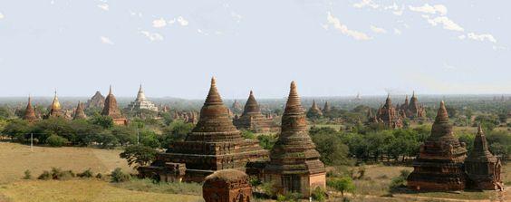 La antigua ciudad de Bagan es y fue célebre por los 10.000 templos budistas que se encuentran en el valle de Bagan, Birmania (Myanmar)