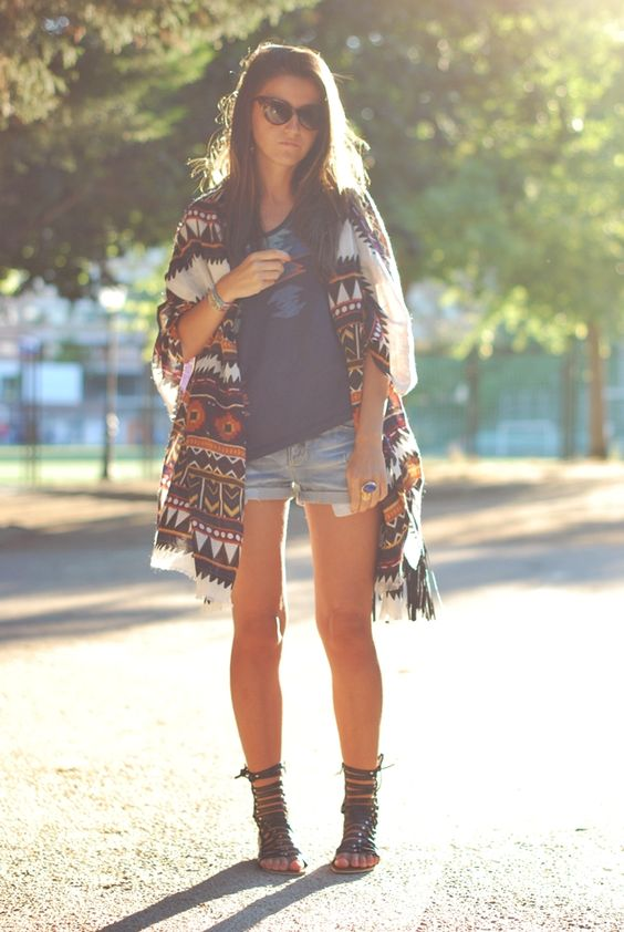 quirky outfit... dont think i could pull off those massive sleeves