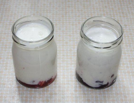 Joghurt selbstgemacht. >6h im, einmal auf 80C  hochgeheizten, Ofen, im Einmachglas geht auch. Landliebe soll als Impfjoghurt gehen.