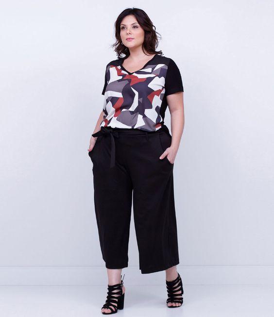 Calça feminina Curve Size  Modelo pantacourt  Com amarração  Marca: Ashua  Tecido: viscose  Modelo veste tamanho: GG         Medidas da Modelo:     Altura: 1,72  Busto: 108  Cintura: 88  Quadril: 125    Veja outras opções de produtos    Ashua.       Esta é uma marca de venda exclusiva  ONLINE.     Na Ashua, você encontra peças desenhadas especialmente para valorizar as suas curvas.Cada mulher tem seu estilo, seu corpo e sua forma de se sentir mais bonita. Umas chamam de Plus Size, mas nós pr...