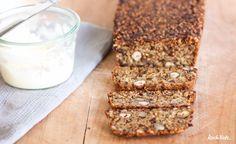 """HalliHallo! Das Interesse an meiner Rezept-Version vom """"Life Changing Bread"""" ist ja echt riesig. Ich hab's heute Morgen direkt verbloggt. Das Rezept ist eins der variabelsten, die ich jemals geschrieben habe :). Das Besondere daran ist sicherlich auch, dass es komplett ohne Flocken auskommt. Es ist für mich sogar eine Alternative zum """"Alt Essener Brot"""".  Viel Freude damit <3"""