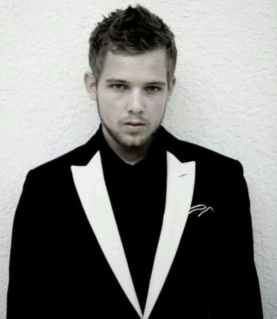 Max Thieriot:
