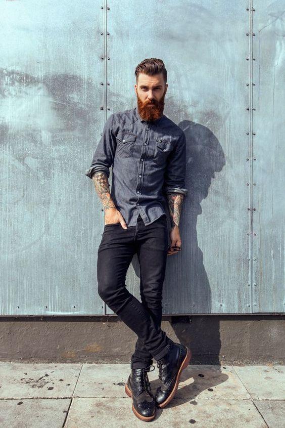 Unos pantalones pitillo bien ceñidos con unas botas quedan magníficos para una cita un poco casual