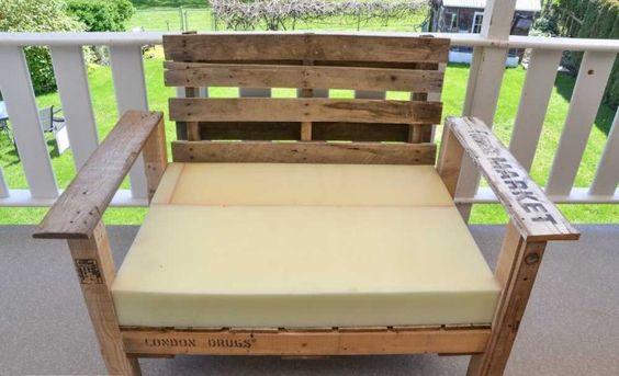Como hacer un practico sillón con pallets 5