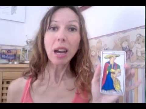 Bianca Adriano: Vuoi farti ispirare da una Carta? Usala così (e semplificati la vita) http://lastradadeitarocchi.blogspot.it/2016/08/vuoi-farti-ispirare-da-una-carta-usala_30.html