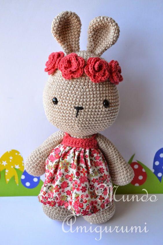 Rabbit with Flowers, the pattern is available in English. Es un Mundo Amigurumi: Patrón Coneja con Flores