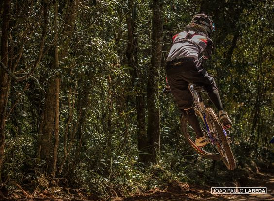 Copa Brasil de Downhill Individual 2015 - CAMANDUCAIA - MG. Piloto: Gustavo Mendonça. Foto: João Paulo Labeda