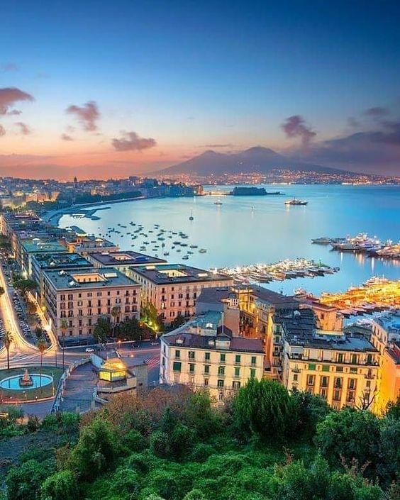 Buona serata Napoli 💙 •• Complimenti a @fasaver per la foto •• Usa #naplesinsider per pubblicare la tua foto. Solo per veri insider! ••…
