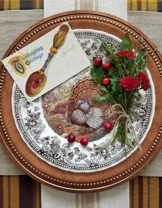 Gorgeous Queen's Majestic Turkey Plate Dishes Thanksgiving Tablescape