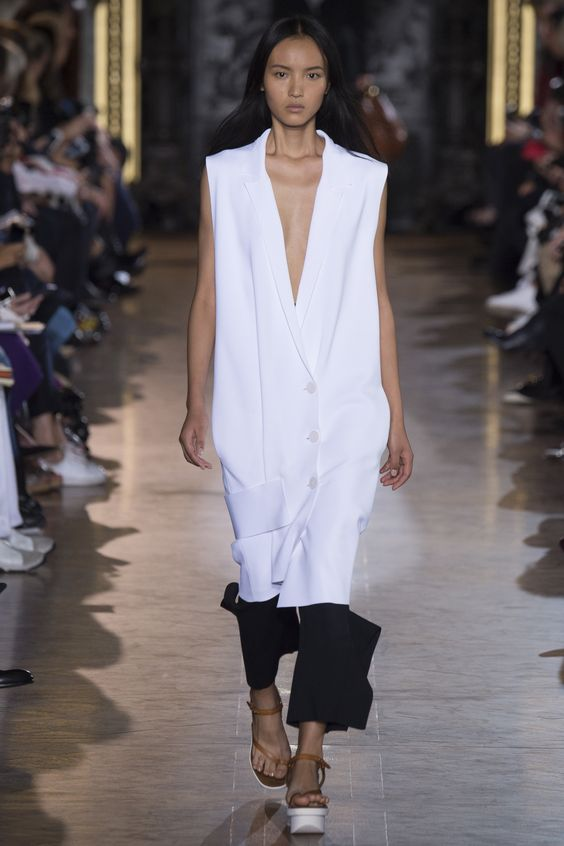 Doutzen Kroes sits front row at Stella McCartney's Paris Fashion Week show | Daily Mail Online